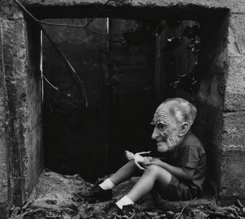 Ralph Eugene Meatyard,Untitled [Boy in Old Man's Mask with Doll]1960