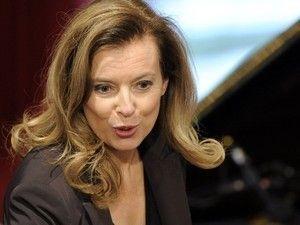 """J'ai lu l'article Hollande/Gayet : Valérie Trierweiler """"est humiliée devant le monde entier"""" selon Henri Guaino sur http://www.closermag.fr/people/politique/hollande-gayet-valerie-trierweiler-est-humiliee-devant-le-monde-entier-selon-henri-guaino-259109"""