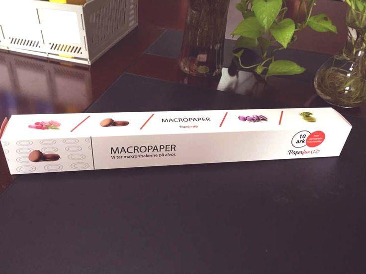 Aldri mer sirkeltegning! MacroPaper er et bakepapir som gjør det lett for deg å lage makroner. papiret har ferdig oppmerkede sirkler i to størrelser og et dobbelt lag med silikon som gjør det lett å løfte makronene, selv mens de er i komfyren!