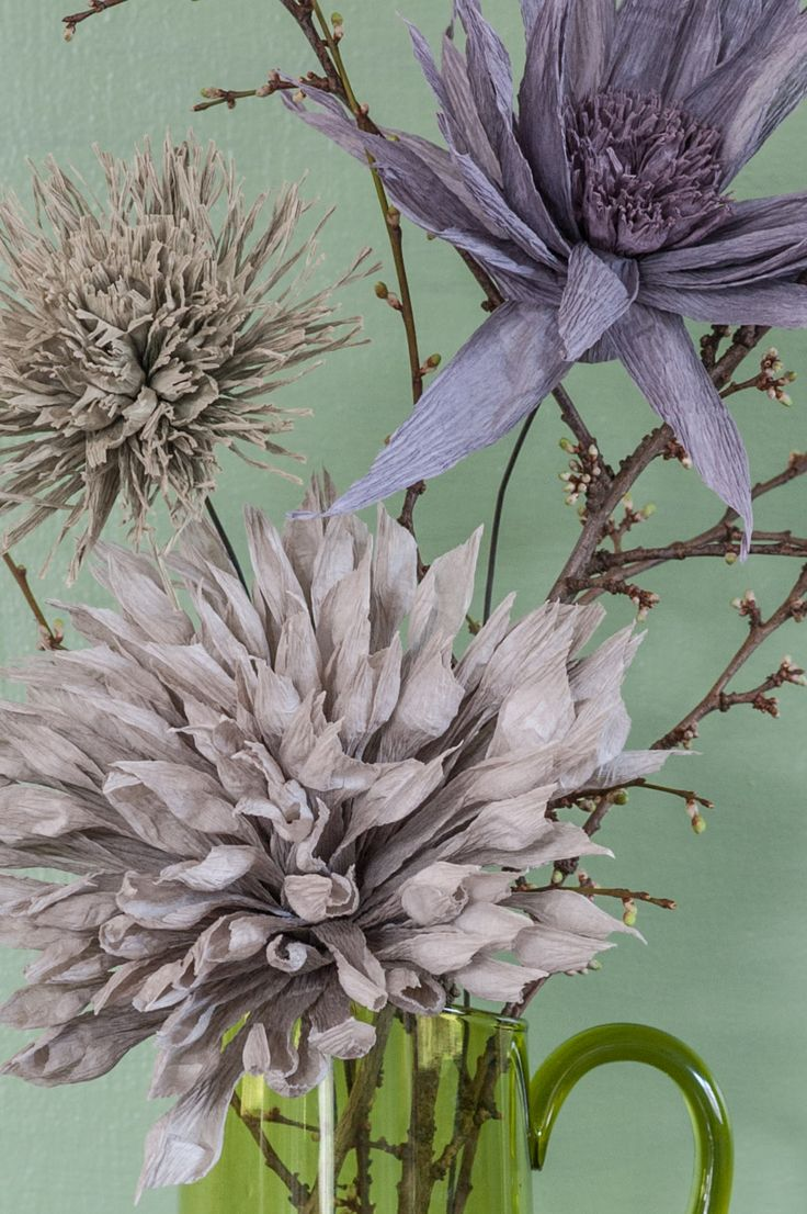 Gli splendidi fiori di carta crespa di Andrea Merendi.