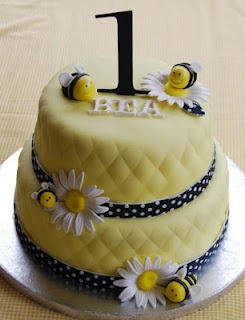 bumble bee and daisy cake