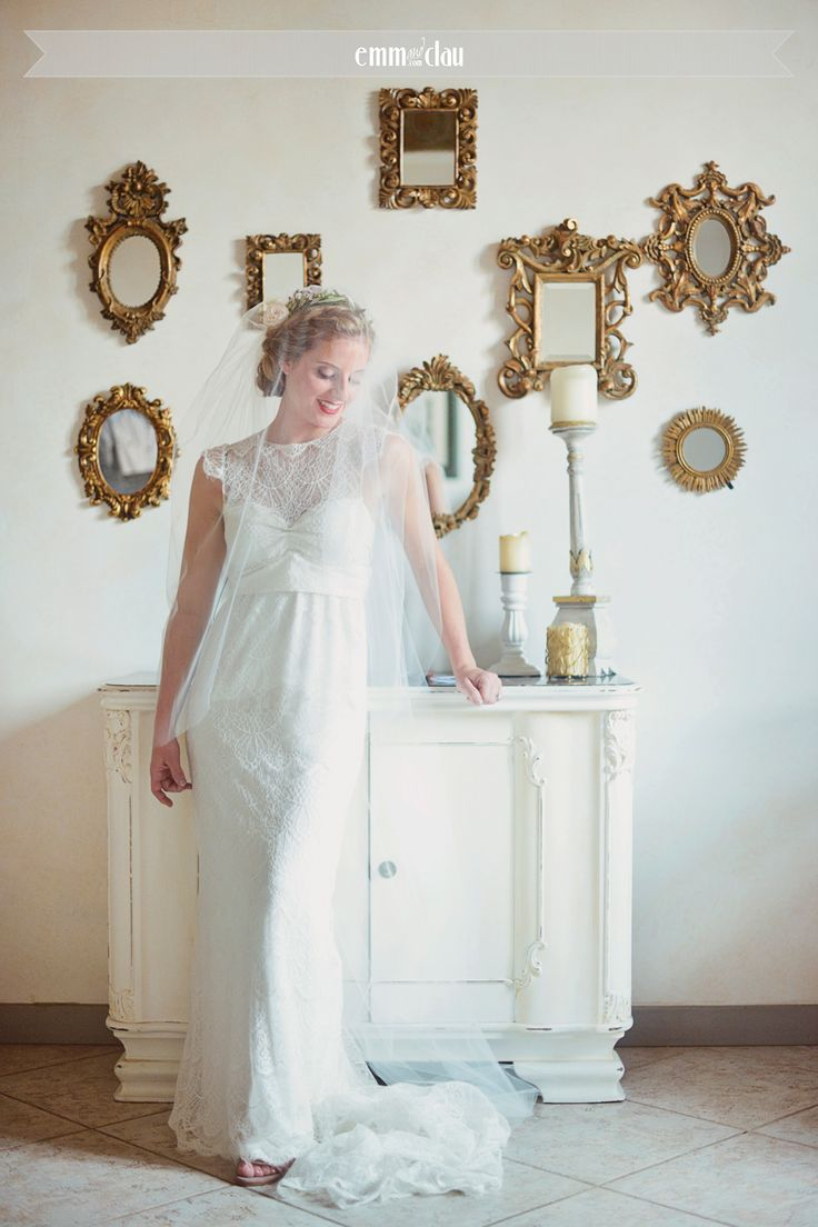 Destination wedding in Italy, Tuscany, Florence Wedding Dress by Anna Campbell Lovely bride in Tuscany Wedding at the Castle (Castello di Vincigliata Firenze)  Romantic wedding in Tuscany Lace wedding dress Getting ready - wedding day