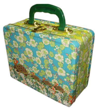 Dit leuke retro koffertje is van Froy & Dind, verkrijgbaar bij ons op de website een geweldig Sinterklaascadeau!