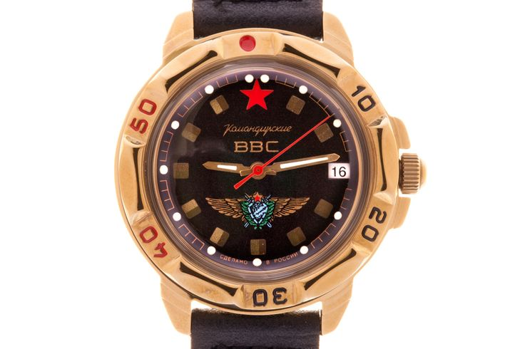 WATCH VOSTOK KOMANDIRSKIE 439313 USSR AIR FORCE PILOT. At the top of the black watch face, on the level of the twelve-hour point, there is a red star. Under the axis of the hands there is an image of the Air Force pilot officer's breastplate of 1966 standard. #russian #mechanical #military #watches #vostok #komandirskie #gifts #souvenirs #airforce #wings