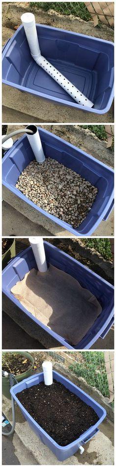DIY Wicking Bed Container Gardening. Ceci est une excellente idée pour assurer une eau moins et adéquate pour vos plantes.