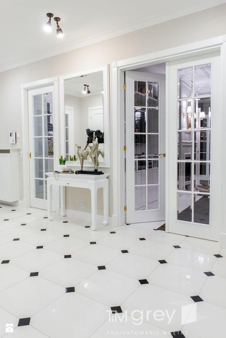 Klasyczne 230m2 - Hol / przedpokój, styl klasyczny - zdjęcie od TiM Grey Projektowanie Wnętrz