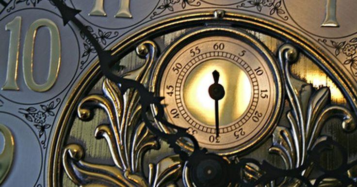 """Cómo establecer la hora y la campana  en los relojes Howard Miller . Fundada en 1926 por Howard Miller, la compañía Howard Miller Hogar Total es una de las más conocidas fabricantes de relojes de péndulo. Junto con los relojes de los abuelos, con calidad de herencia, Howard Miller también produce relojes """"mantel-top"""", de pared y de mesa. Algunos de los relojes incluyen características de utilidad marítima e indican ..."""