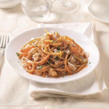 Barilla Eko Spaghetti med Barilla Pesto Rosso, torsk och persilja - Recept - Tasteline.com