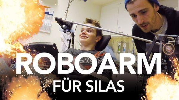 Fynn Kliemann und der Roboterarm für Silas