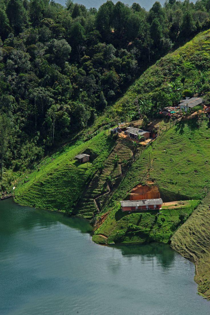View from Piedra de el Peñol, Guatape, Antioquia, Colombia - click for higher resolution