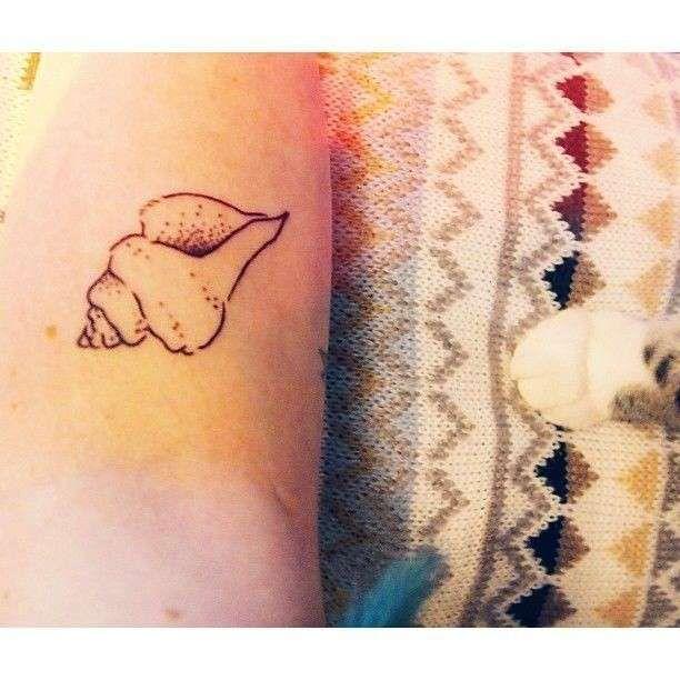 Tatuaggi minimal - Tatuaggio minimal conchiglia