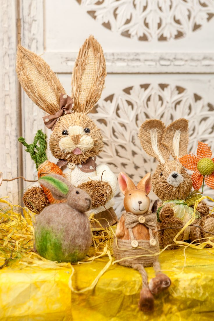 The Easter Bunny Family Rustic Decorations Collection NEW