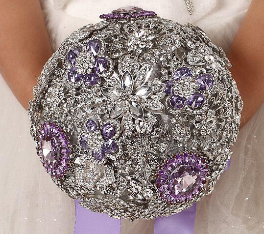 European and American Luxury Retro Wedding Off-white Diamond Bridal Bouquets Purple Diamond Drill Hands Holding Flowers Wedding Flowers 145