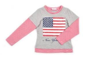 Camiseta para niña en color gris y con estampado de la bandera americana al frente.