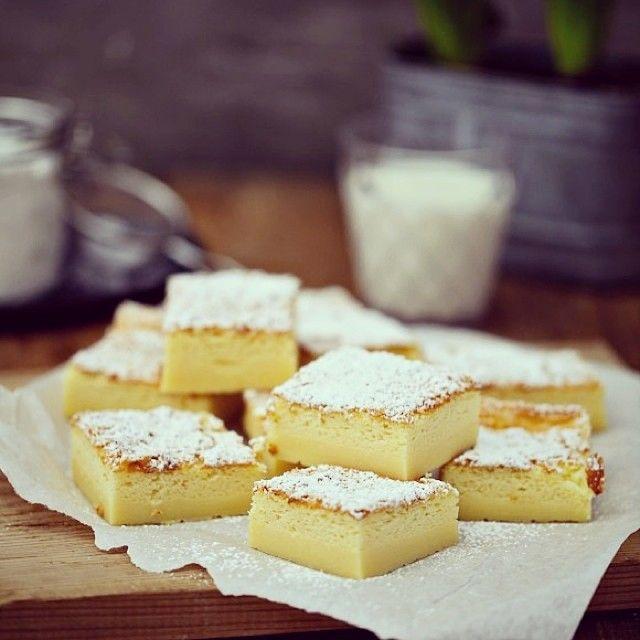 """Der Magische """"Pudding"""" Kuchen heute auf dem Blog: nur ein Teig aus einfachen Zutaten, der hexhex beim Backen drei Schichten bildet und dazu noch ein bisschen wie VanillePudding schmeckt ❤️"""