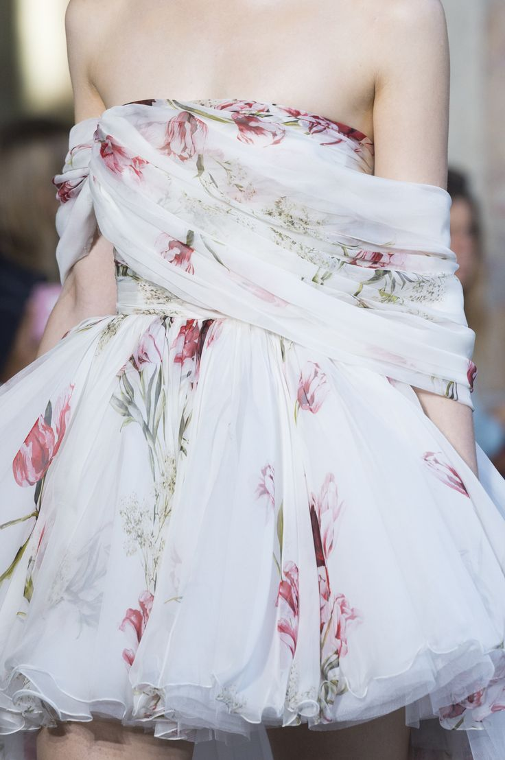 Giambattista Valli Fall 2017 Couture Fashion Show Details, Runway, Couture Collections at TheImpression.com - Fashion news, street style, models, backstage, accessories, and more