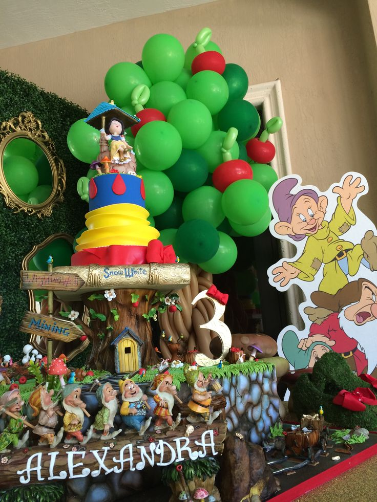 17 best images about snow white and the seven dwarfs on for Balloon decoration for kids party