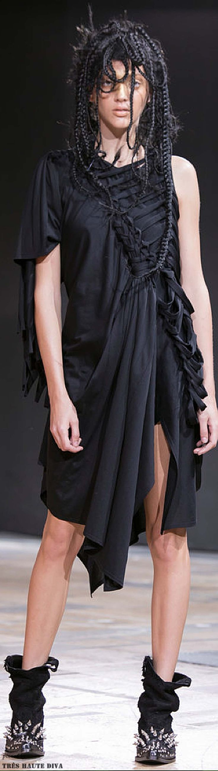 Paris FW Junya Watanabe Spring / Summer 2014 RTW The fabric manipulation...not the hair!