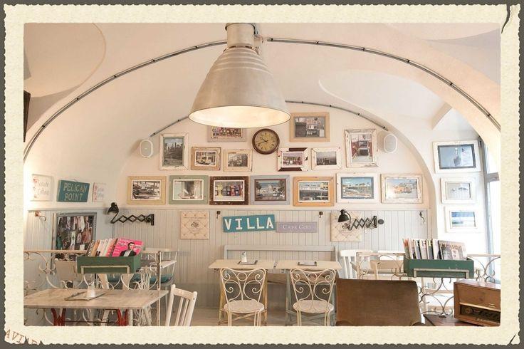 Ontbijt, salade, taartjes, ijsjes; Pure Living Bakery. In leuke buurt met veel leuke eetzaakjes en vintage winkeltjes.