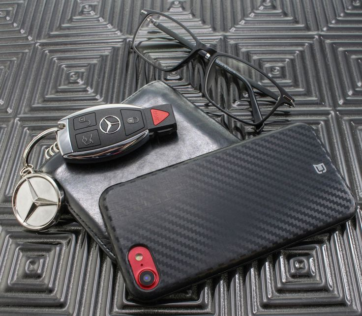 Make Carbon Fiber part of the essentials pact. We have it in White, Black, Red 🧐 #carbonfiber #mensfashion #iphonecase #classycase #luxurycase #iphonecase