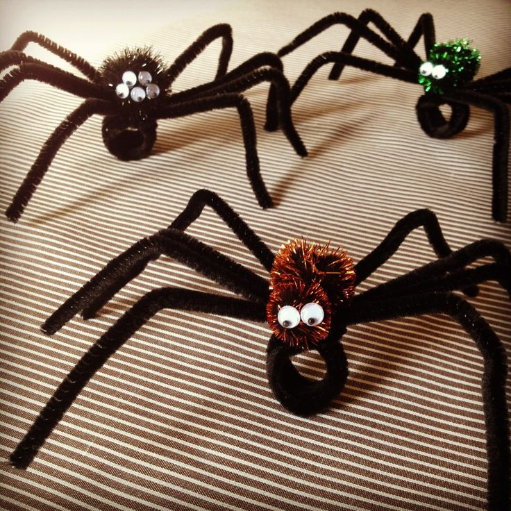 Not-So-Spooky Spider Rings--- An easy and fun craft for kids to make for Halloween!