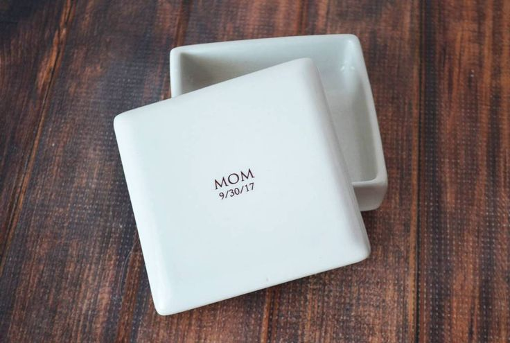 Mother of the Bride Gift or Mother of the Groom Gift - MOM Square Keepsake Box with Wedding Date - Come with a Gift Box by Susabella