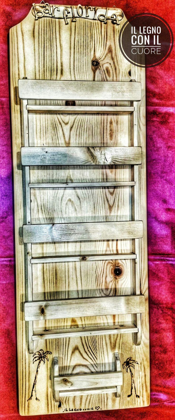 Espositore personalizzato per un bar con logo e disegno realizzzati a mano Wooden custom brochure holder diy