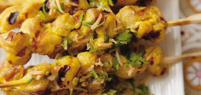 Brochettes de poulet au cari et gremolata à la noix de coco grillée