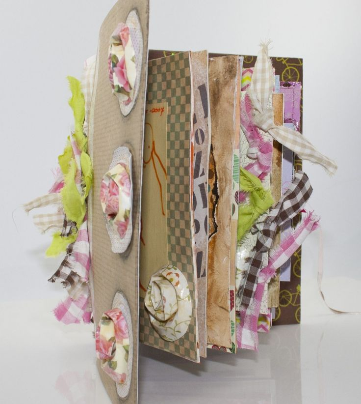 Art Journal gemaakt van oude verjaardagskaarten en kerstkaarten.