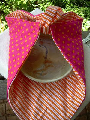 DIY CASSEROLE/PIE CARRIER...you'll be talk of the dinner when you arrive with a cute carrier like this :)