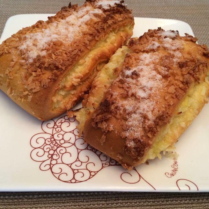 Morning Cravings  #custardfilling #coconut #linguadesogra #picos #delicia #nofilternecessary #freshpastries
