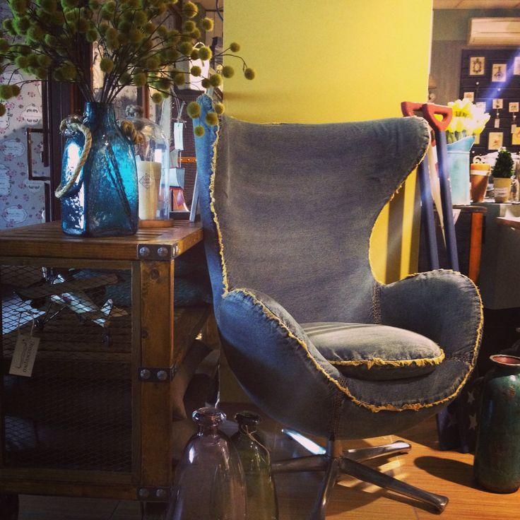 Кресло в джинсе будет отличным аксессуаром любого интерьера в стиле loft!