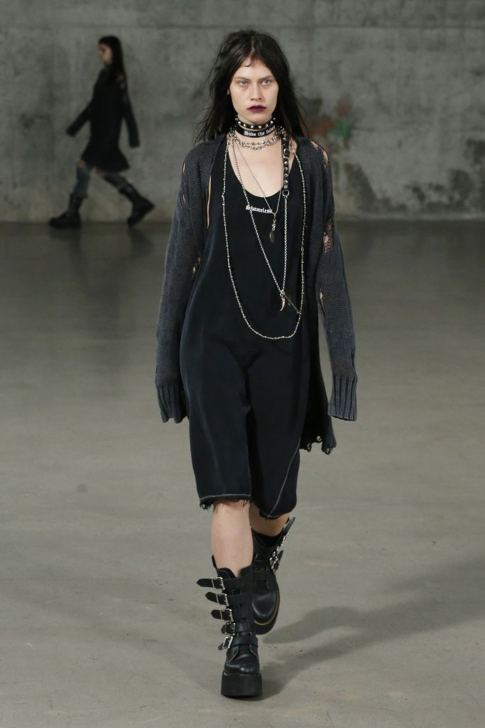 R13 Rtw Spring 2017 Photos Wwd Just Step Into A Rock Clothing B In The 90 S You Ll Find Way More Inspiration Fashion Clothes Aesthetic Clothes
