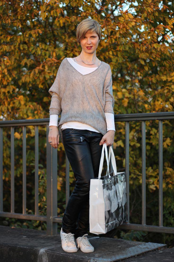 Leder und strick passt einfach toll zusammen und in for Passt grau und beige zusammen