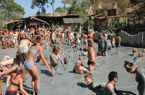 Mud Bath-This thermal water, which is in 39 degrees, contains sulfur, chloride, fluoride and radioactive gases.