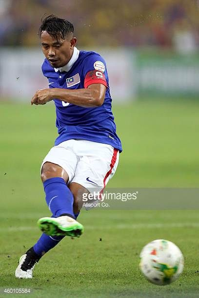 Safiq Rahim of Malaysia scores from the penalty spot during the 2014 AFF Suzuki Cup semi final 1st leg match between Malaysia and Vietnam at Shah...