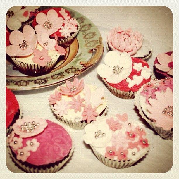 Cupcakes , vintage Cupcakes , Flower Cupcakes