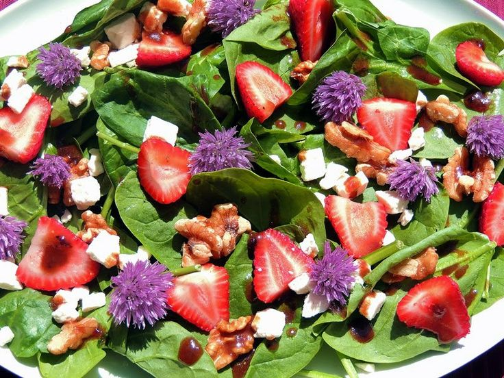 Spring Spinach Salad with Blackberry Balsamic Vinaigrette and Chive B ...