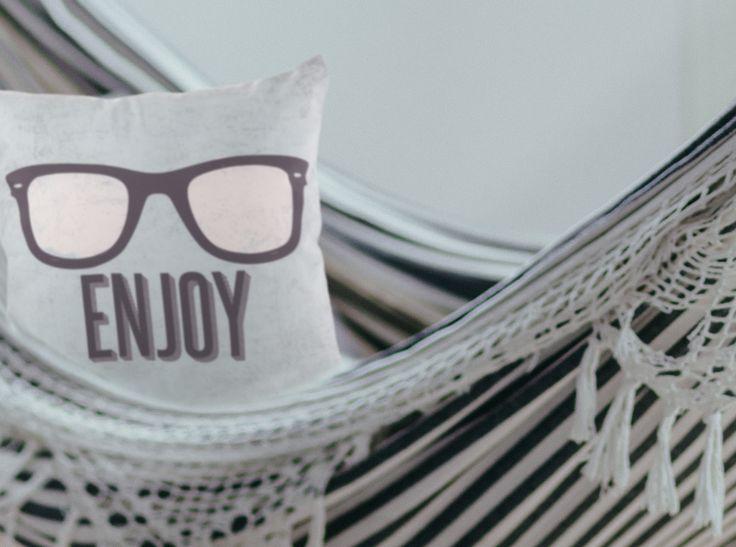 Capa de Almofada Decorativa Retrô Enjoy. Diferente. Original. Sua casa ainda mais incrível. Fantastique Decoração