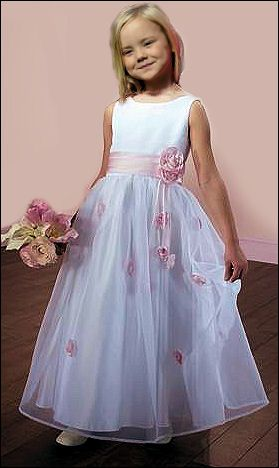 Prinses Ariane wat een prachtig meisje, helemaal trots op haar mooie (Prinsessen)jurk