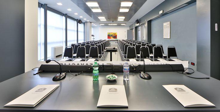 Sei pronto a parlare nella sala #meeting del BEST WESTERN PLUS Hotel Le Favaglie di Milano #Cornaredo? #business