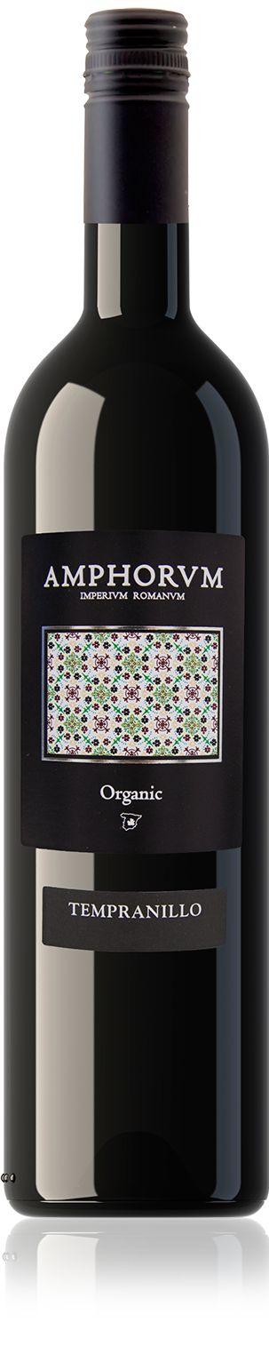 <p>De biologische Tempranillo druiven zijn afkomstig van jonge wijnstokken. Deze kersenrode wijn heeft aroma´s van rood fruit in de neus, met een hint van balsamico.</p>