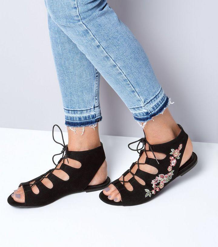 Chaussures ghillie noires en daim avec fleurs brodées | New Look