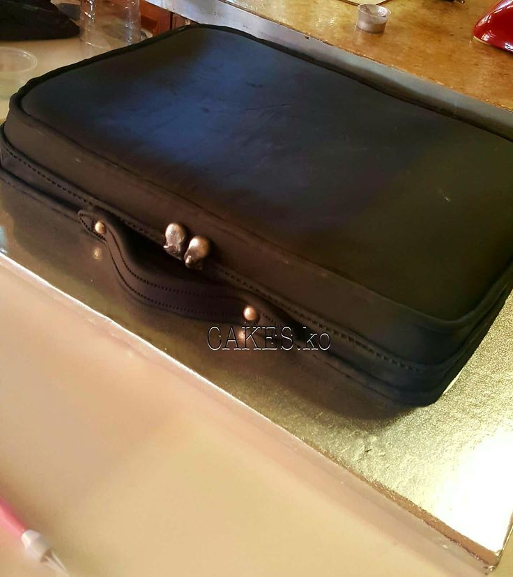 Laptop bag vanilla cake. Click link to my business page for more of my work.