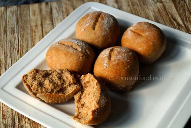 In een hand omdraai zelf Tarwevrije mini speltbroodjes maken? Met dit recept zet je heerlijke mini broodjes op tafel, tarwevrij, suikervrij en veganistisch.