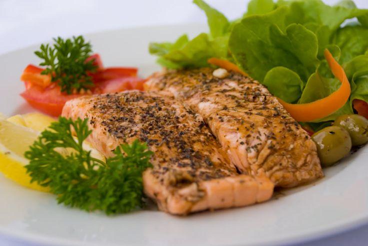 Pour perdre du poids sans perdre son énergie, le régime protéiné est tout à fait recommandé, puisqu'il fait la part belle aux protéines, qui permettent de ne ressentir ni faim, ni fatigue, ni déprime. Mais cette alimentation à effet coupe-faim est contraignante, et si ses avantages sont nombreux (pas de fonte musculaire, alimentation variée, fortRead More