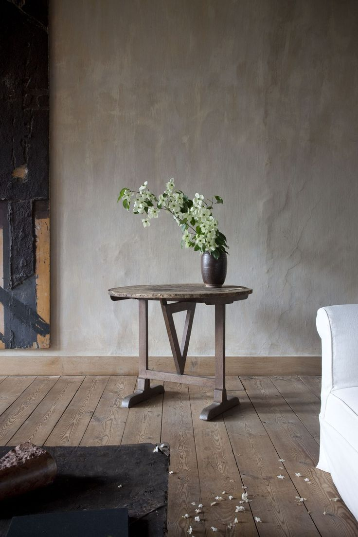 Our mineral lime paint at walls axel vervoordt for Axel vervoordt furniture