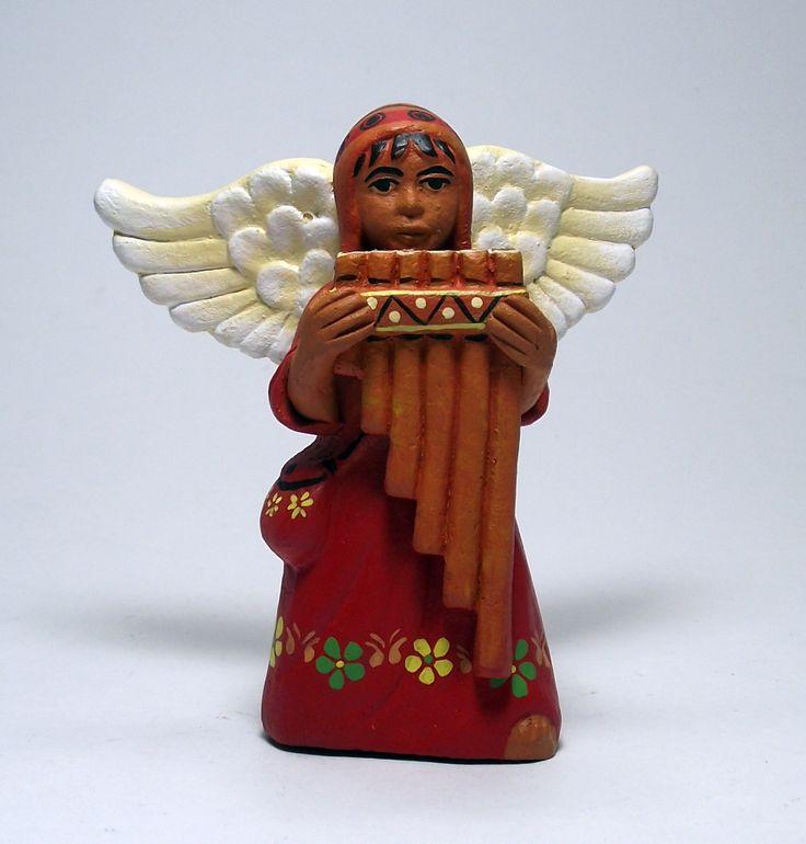 Angel Andino tocando Antara, Sierra Sur del Perú. Pieza de cerámica de 9cm de altura aproximadamente.  Encuentra más información en https://www.facebook.com/perukuyaypacha