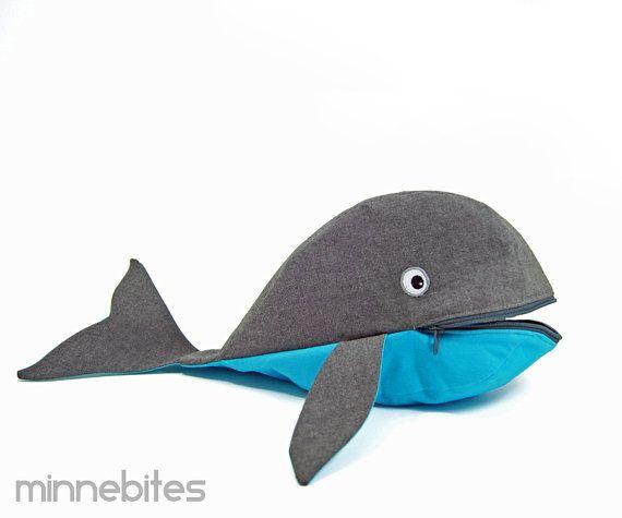 Whale Bag by MinneBites / Handmade Overnight Pouch  door minnebites
