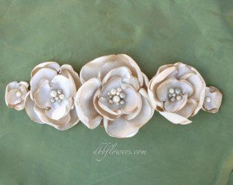 Venta pequeña tela blanca flor nupcial pelo por DinkybirdBoutique